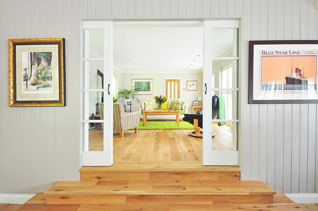 עיצוב הבית עם רהיטי עץ